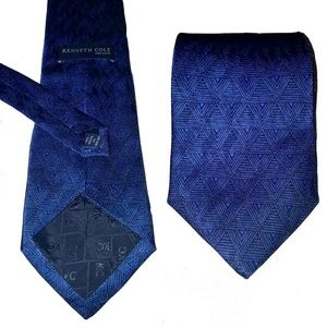 NWOT KENNETH COLE Silk Blue Triangle Neck Tie